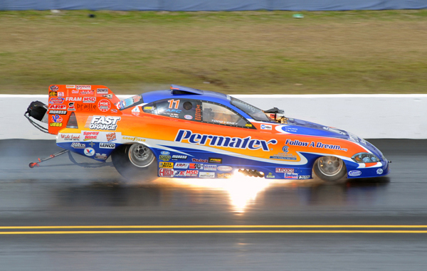2012 Eastern champ Todd Veney had a decent year putting the Follow a Dream Chevy into the Top 10. Here Todd torches the head gaskets during a qualifying run at the Gators