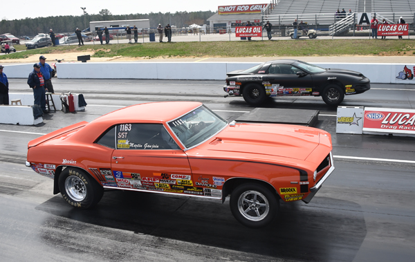 In a battle of NJ racers, Shawn Fricke (far lane) beat Marty Ganjoin in the finals of Super Street
