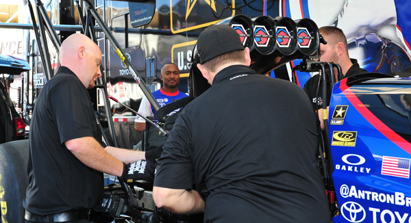 Antron Brown and crew in the pits before first round of TF
