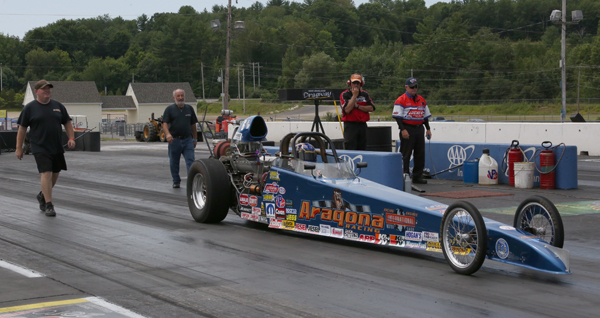 In what was a strange final in Comp, both Atagona cars were unable to race due to breakage. Here runner up Steve Szupka