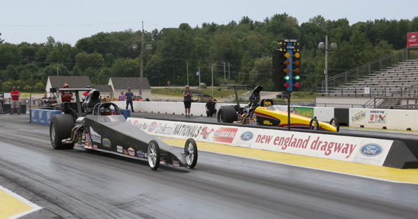 The finals of Top Dragster Moses (near lane) over Al Kenny