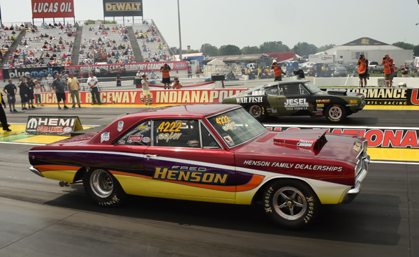 Charlie Westcott Jr (far lane) takes out the Dart of Henson with a 8.605