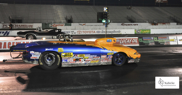Sawyer (near lane) defeats Delaware racer Earl Nichols in the Super Gas final