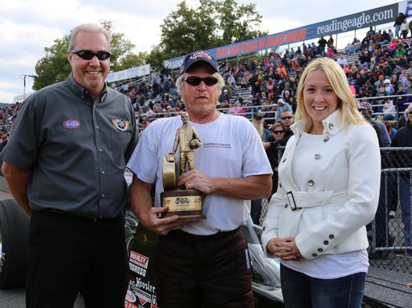 NHRA D1 Director Dave Mohn congratulates Super Comp winner Steve Martel