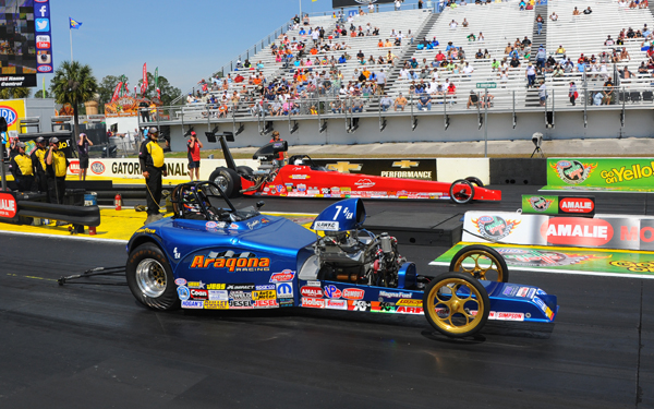 Frankie Aragona also went red in R3 losing to Camplain's dragster
