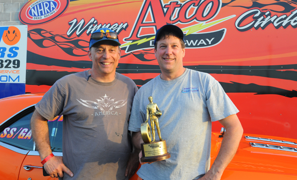 Angelo DiTocco (left) a winner in NED Super Stock himself, gave Van Gorp a hand throughout the event