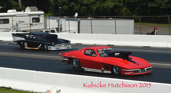 Kaufman (near lane) defeated the broken '57 Chevy of Fast Freddie in his semifinal matchup